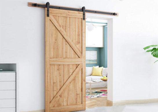 Амбарный двери из массива дерева
