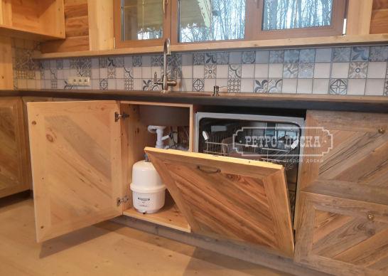 Кухня с фасадом из амбарной доски