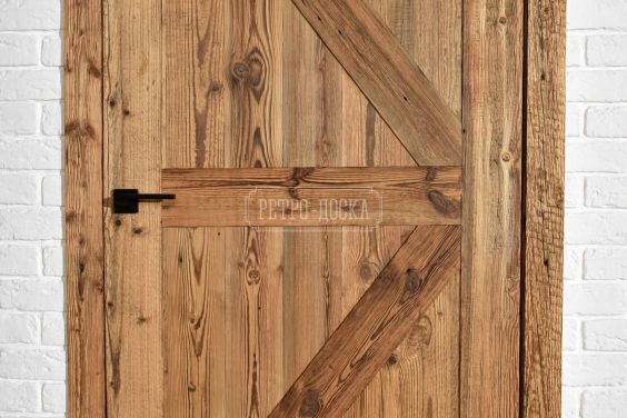 Межкомнатные двери из старого дерева